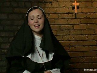 Eroottinen nunna has tied ylös ja bumped karkea mukaan two persons