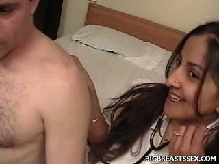 Breasty enfermera clinic sexo