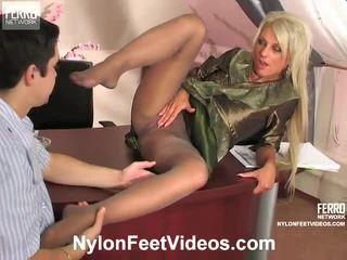 Cornelia a adam mindblowing punčocháče nohy akce