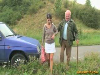 Stary człowiek - młody dziewczyna