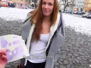 Τσέχικο πόρνη dominika flashes αυτήν βυζιά