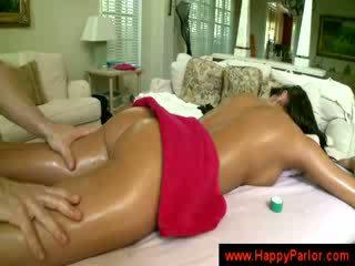 Brunette gets henne pupper massaged