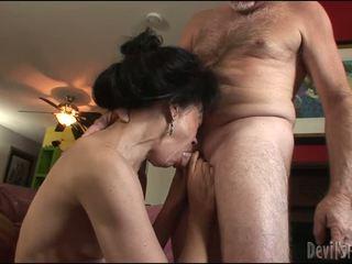 Diwasa lady gets her upslika burungpun pounded hard