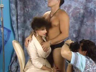 Sarah muda double penetrated untuk itu bos