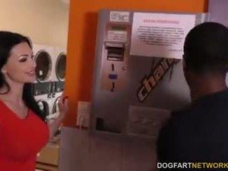 Aletta ocean does πρωκτικό σε ο laundromat