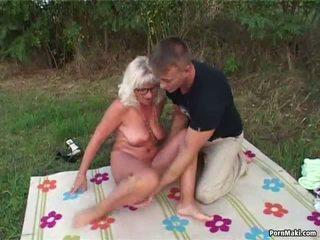 Tits Chảy Xệ