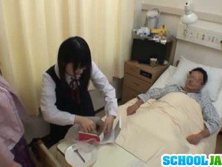 亚洲女学生