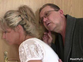 Hän leaves ja sensuous parents seduces hänen mausteinen nymph