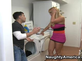 Sensuous fair haired chienne shyla stylez gets used