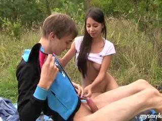 ผอม วัยรุ่น paula gets ระยำ outdoors