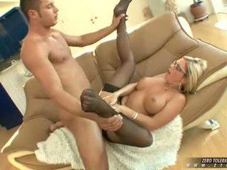 Bitchy ร้อน ahryan astyn gets a รวย spurt ของ ควย cream บน เธอ หน้า