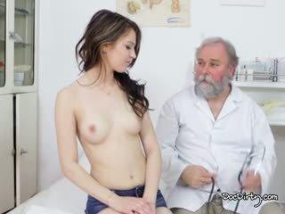Frumos gejza este gata pentru ei examen de la the bun medic