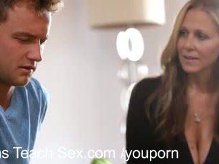 Підліток пара gets секс lessons від гаряча мама