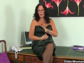 Britisk eldre secretaries lulu lush og zadi stripping