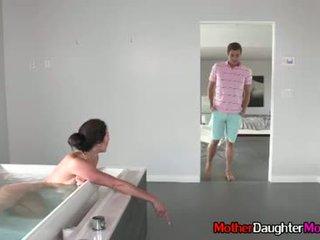 Sohn gets busted spying auf seine stiefmutter
