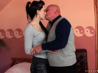 brunett, hardcore sex, oralsex