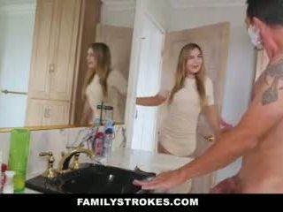 Familystrokes - datter fucks step-dad mens mamma showers