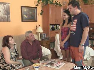 Senas parents turėti laid jos kaip jis leaves