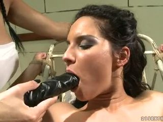 Bettina DiCapri And MAndy Bright Oral Stimulation With Darksomesome Vibrator