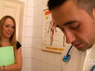 Blue מלאך ו - katia de lys יש לי a פרועה שלישיה ב the clinic