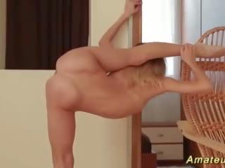 Extremo flexible adolescente stretching