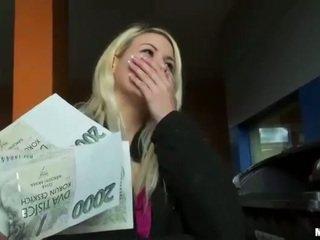 Tschechisch flittchen yenna muschi pounded für geld