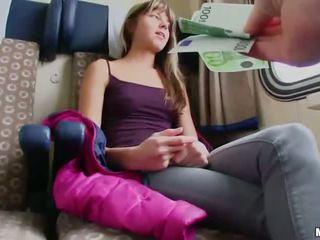 Karcsú euro lány szar -ban egy vonat cabin