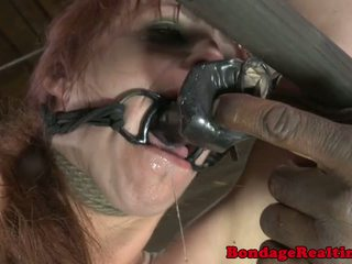 Bdsm sub bella rossi pedepsit cu clamps