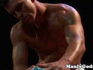 Closeup gay rimming avec muscular couple
