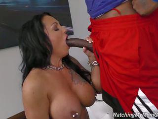 Tettona madre takes nero cazzo in anteriore di pervert figlio