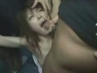 Japanska flicka i kimono groped och brutally gangba video-