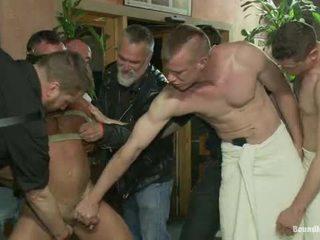 Muscle mate gangbanged ที่ คลับ eros เพศ คลับ