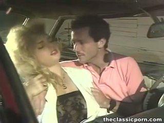 Szalone pieprzenie w the retro samochód