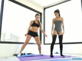 Exercises turns en intimate lesbosex de veronica et abby