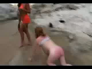 Ragazza tied a enigne hood whipped getting suo culo spanked a rosso in il watercourse