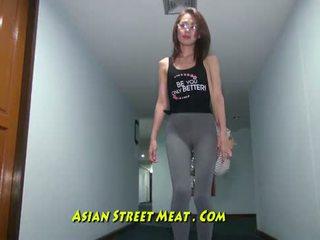 Buggered filipina jusqu'à son rectum