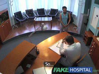 Fakehospital חולה overhears רופא מזיין אחות לאחר מכן fucks שלו מדי