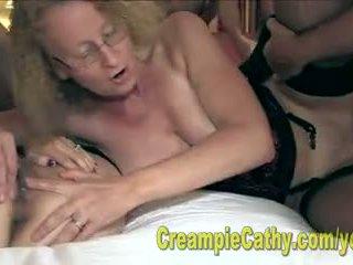 Alanna og cathy spise en creampie