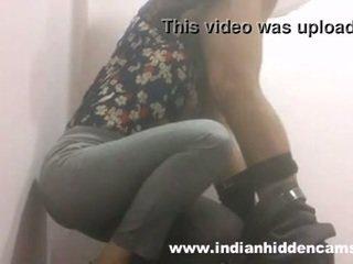 Indisch babe pijpen in restaurant toilet mms indian-sex