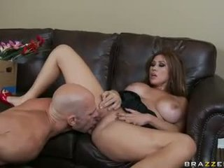 Lusty dipun cukur kianna dior spreads slits for one awesome fuck with her lover