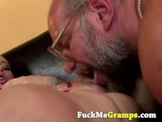 Dreckig puppe sucks groupsex dong