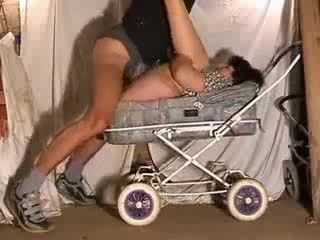 Reif mutter heiß fick im stroller video
