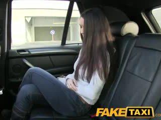 Faketaxi gorące brunetka z wielki duży swinging cycki