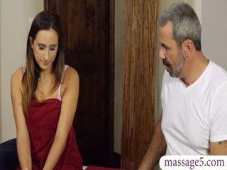 Seksi müşteri ashley adams seçki banged tarafından kısa saç masseur