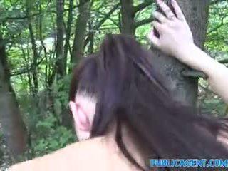 Publicagent brunette nana gets baisée outdoors en son yoga pants