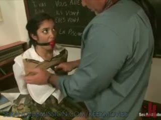 Sexy schoolmeisje learns nieuw lesson
