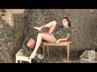 Aisha san gives en foten jobb i avansere av getting hot fitte bashed med wang