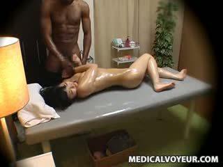 Žena molested s črno masseur