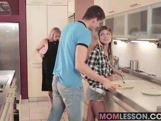 Gina sees তার সৎমা চোষা তার bf এবং teaches তার একটি lesson