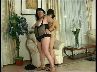 Granny Victoria - lesbian granny action